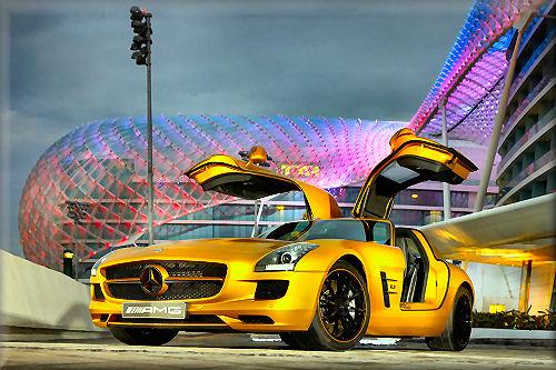 Gold Mercedes-Benz SLS00.jpg